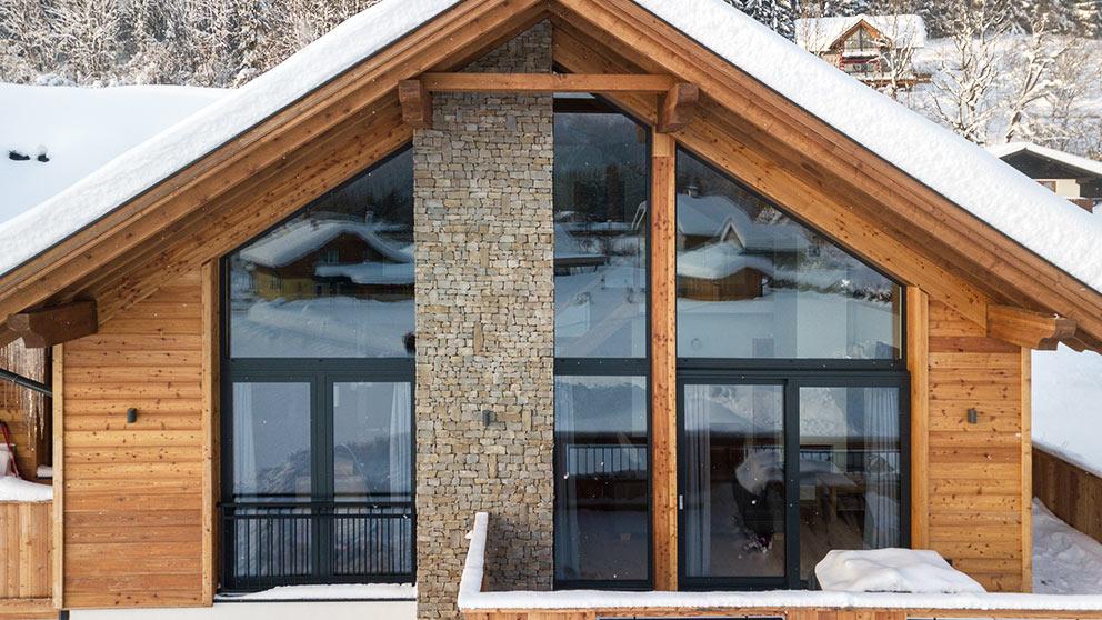 Dom z drewnianą elewacją okna Aluhaus